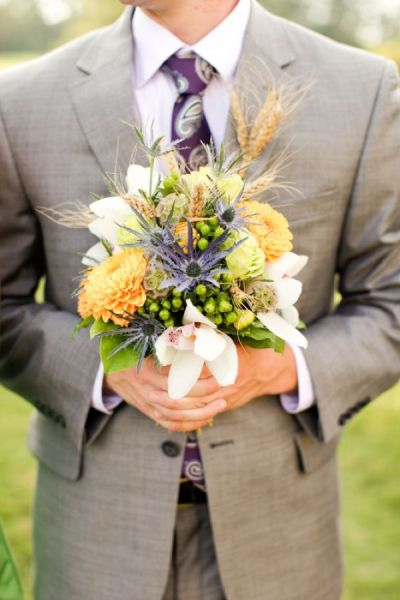 purple tie and yellow flowers for purple and golden wedding